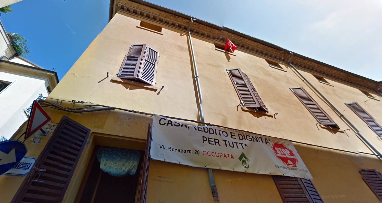 L'edificio occupato in via Bonacorsa 20.